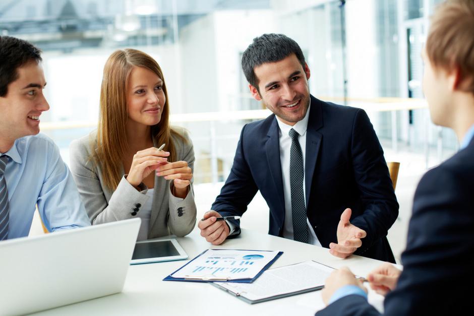 Cómo la satisfacción de los colaboradores influye en la retención de clientes